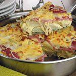 Fritada de carne moída e linguiça .Incremente a sua tradicional omelete com um recheio para lá de saboroso