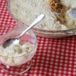 Sobremesa gelada feita com bolo pronto de coco