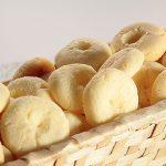 Sanduíche de pão de alho com coração cai no gosto do brasileiro