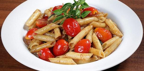 Salada crocante de macarrão